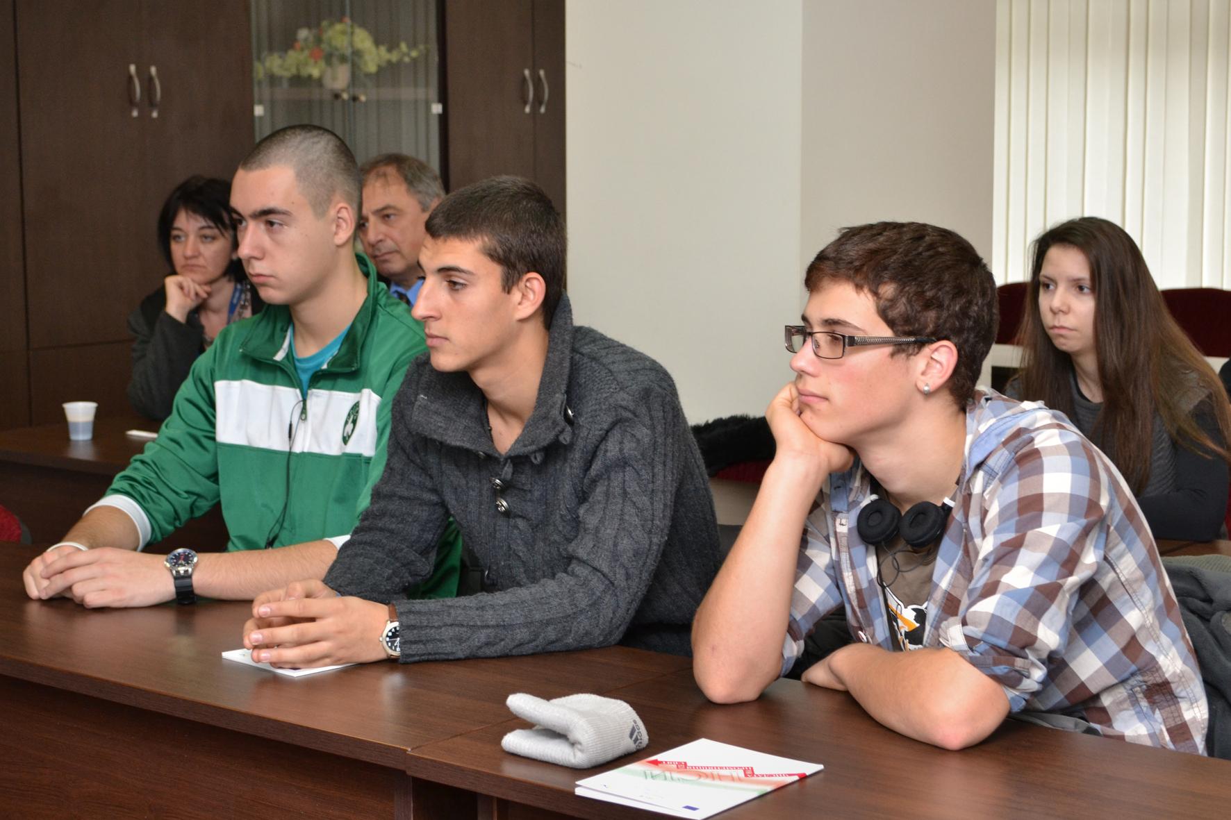 Ученици от 19 СОУ на посещение в НСИ