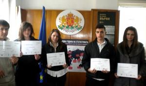 Участниците в срещата със сертификати за участие в инициативата