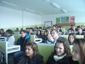 """Учениците от 10 и 11 клас на СОУ """"П. К. Яворов"""" в гр. Стралджа по време на презентация"""