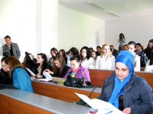 """Студенти от специалностите """"Връзки с обществеността"""" и """"Журналистика"""" по време на семинара"""