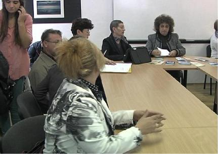 """Участници в срещата - служители в ТСБ, преподаватели и ученици от ПГИИ """"Джон Атанасов"""""""