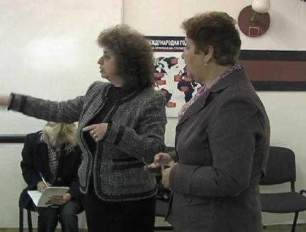 Г-жа Юлияна Митева запознава г-жа Елка Маркова с рубрики от сайта на НСИ