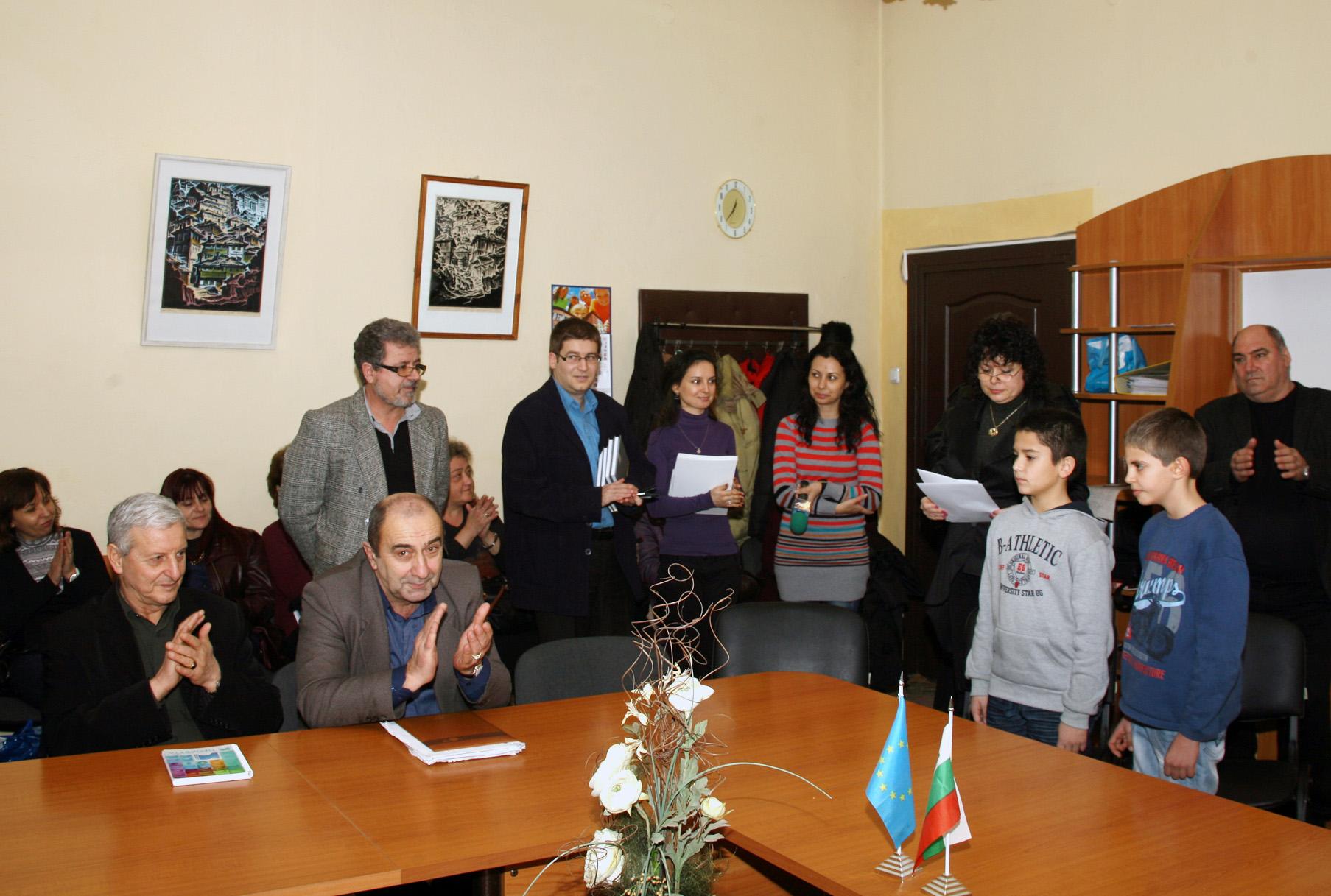директорът на ТСБ - Ямбол - г-жа Калина Казанджиева, чете поздравителните адреси