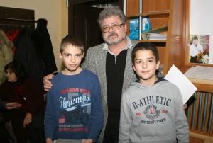 """ръководителят на клуб """"Аз, фотографът"""" - г-н Митко Момчев, с Гочо Кушев и Атанас Тодоров"""